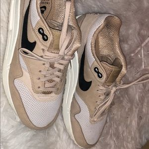 Nude Nike air max 1s